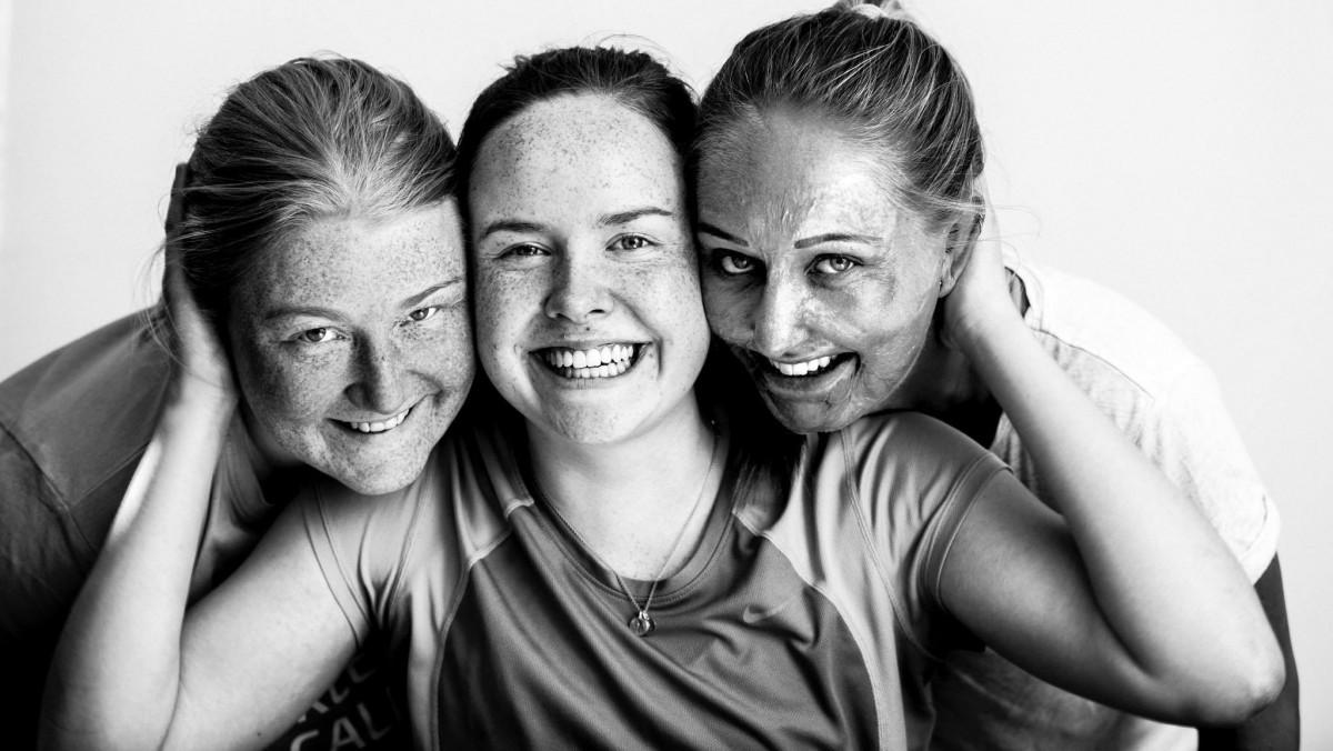 Tre glade jenter fra Burn Camp
