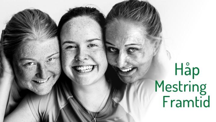 3 jenter som smiler og klemmer. De er medlemmer av NFFB.